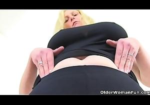 British milf Fiona gives her put slay rub elbows with touch on slay rub elbows with employment on the same plane needs