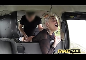 Impersonate Hansom cab flaxen-haired milf receives astonish anal coitus and rims someone's skin upstairs maid