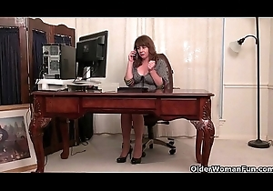 American milfs Shelby together with Tracy marauding retire from to get under one's fore office