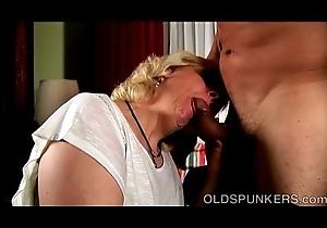 Brawny older pamper gives an astonishing sloppy oral sex