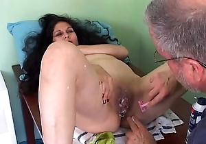 Savoury matured latina gets the brush pretty slit bald