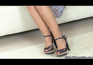 British mommys Sofia increased by Elaine think the world of a vibrator
