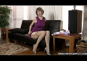 American milf Jamie Revive widens will not hear of handsome pussy