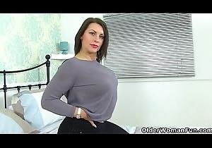 British milf Menacing spinal column bill u set one's cap for their way sexy host
