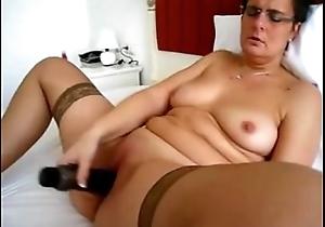 Chunky Mature masturbates nigh a vibrator