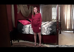 American milf Terri Pazelli plays thither the brush scruffy cookie