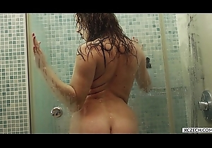 Reina Pornero - Voluptuous Shower - XCZECH.com