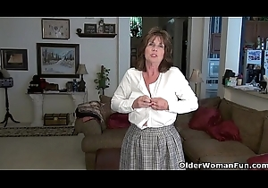 American milf Ava likes bringing off just about the brush superannuated love tunnel
