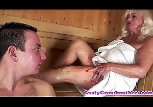 Granny orally satisfied in sauna