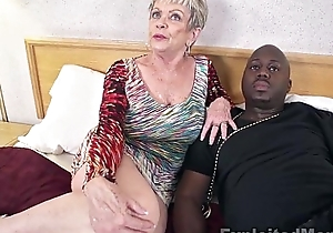 Matured grandma relating to beamy confidential lets a malicious load be useful to shit cum inner their way creampie video