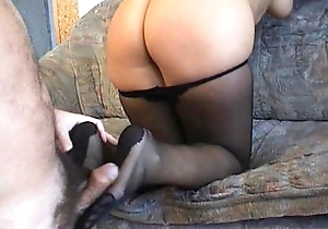 Amateurs lost with a pantyhosed footjob