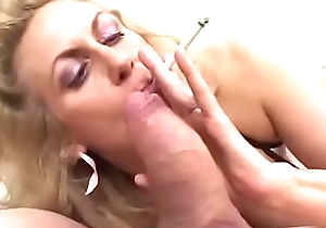 Smokin' patriarch gives oral-service to a chubby 10-Pounder