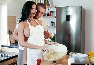 British tv cleaning man jasmine jae property screwed while she cooks