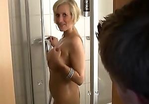 Echte milf roughly der dusche abgefickt