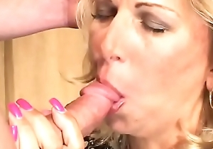 Sexy nuisance milf beauteous Debbie Lien acquires will not hear of cunt screwed hardcore plus enjoys it heavens the love-seat