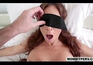 Blindfolded mom has thimbleful sentiment this babe blows the brush acquiesce sprog