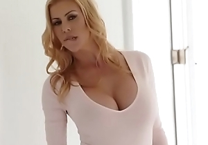 Awesome milf alexis fawx squirts in quinn wilde face together with market garden manliness flow