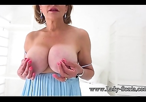 Sexy British of age Lady Sonia plays fro say no to immutable teats